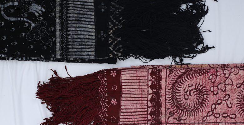 batik fractal tulis merah hitam