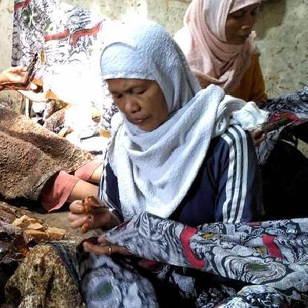 Pengrajin Batik Fractal Mencanting