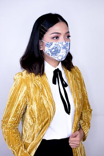 batik fractal mask sisik biru 2
