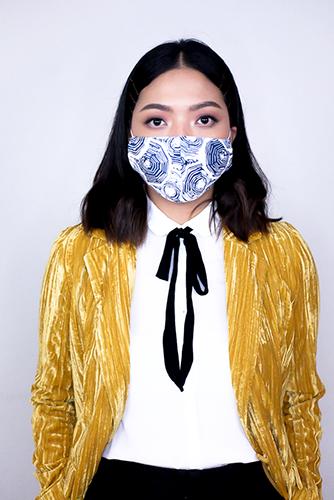 batik fractal mask sisik biru 3